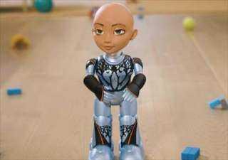 تساعد الأطفال على التعلم.. تعرف على الشقيقية الصغرى لـ«الروبوت صوفيا»