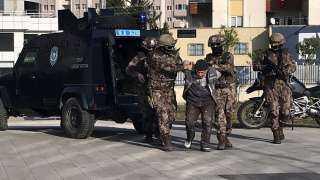 فيديو.. الأمن التركي يعتقل قياديا كبيرا في داعش