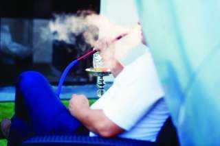التعليم تكشف تفاصيل واقعة تدخين مدرس الشيشة داخل فصل بأكتوبر -فيديو
