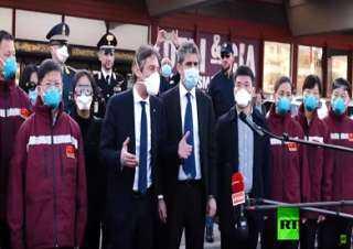 أطباء صينيون يصلون إلى إيطاليا للمساهمة في مكافحة كورونا
